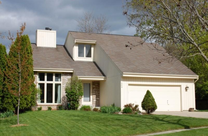 Pewaukee House - front