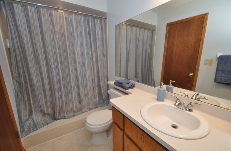 Pewaukee House - bathroom 1