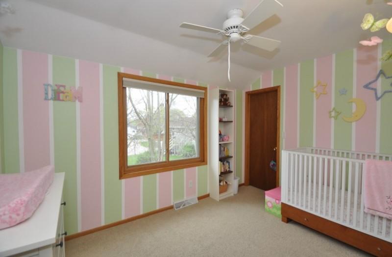 Pewaukee House - upper bedroom